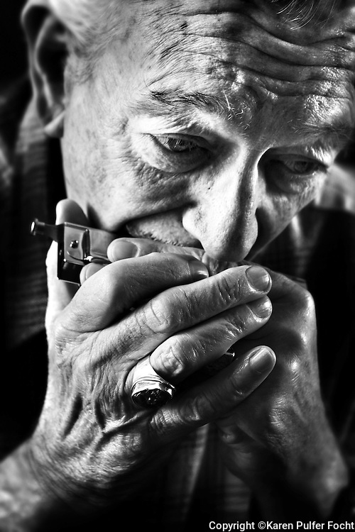 CHARLIE MUSSELWHITE, one of the worlds great harmonica players, was born in Clarksdale, Mississippi before moving to Memphis, Tennessee where was raised. Charlie is still on tour today.