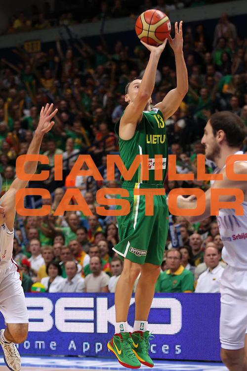DESCRIZIONE : Vilnius Lithuania Lituania Eurobasket Men 2011 Second Round Serbia Lituania Serbia Lithuania<br /> GIOCATORE : Sarunas Jasikevicius <br /> SQUADRA : Lituania Lithuania<br /> EVENTO : Eurobasket Men 2011<br /> GARA : Serbia Lituania Serbia Lithuania<br /> DATA : 07/09/2011 <br /> CATEGORIA : tiro shot<br /> SPORT : Pallacanestro <br /> AUTORE : Agenzia Ciamillo-Castoria/ElioCastoria<br /> Galleria : Eurobasket Men 2011 <br /> Fotonotizia : Vilnius Lithuania Lituania Eurobasket Men 2011 Second Round Serbia Lituania Serbia Lithuania<br /> Predefinita :