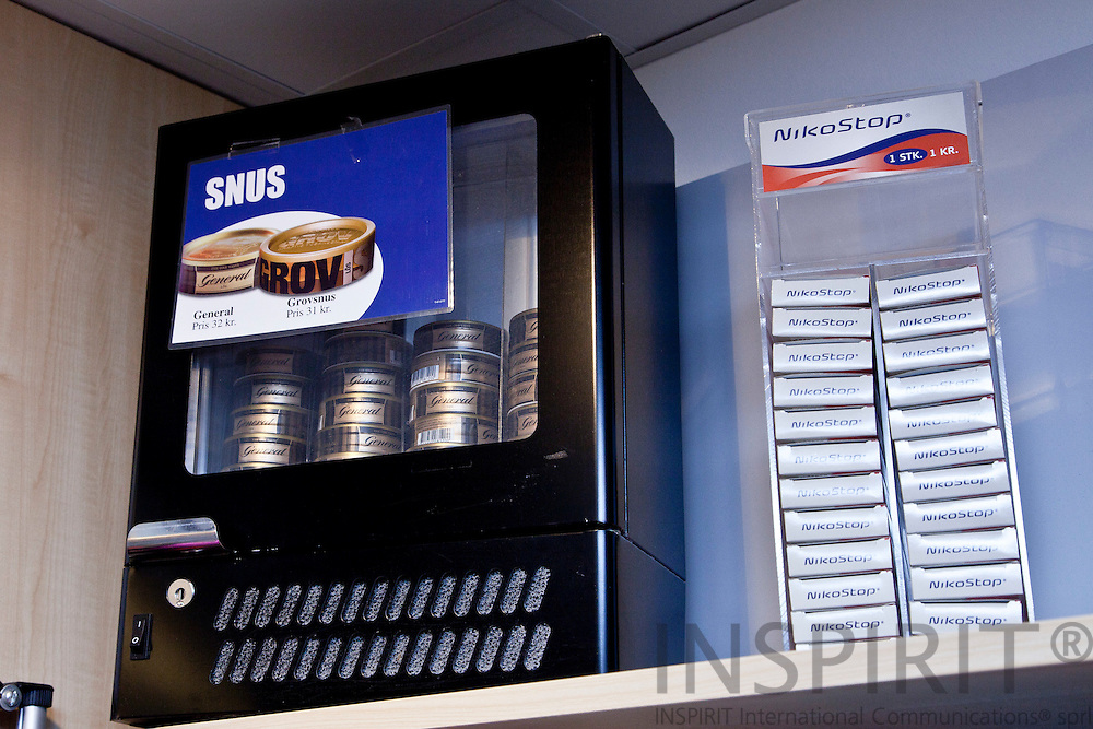 The Swedish General Snus on sale at Odense University Hospital shop. It must be stored in a refrigerator to keep it cold. Nordic snus is manufactured as food and under the same regulations. Next to it a non nicotine product. PHOTO: ERIK LUNTANG / INSPIRIT Photo.