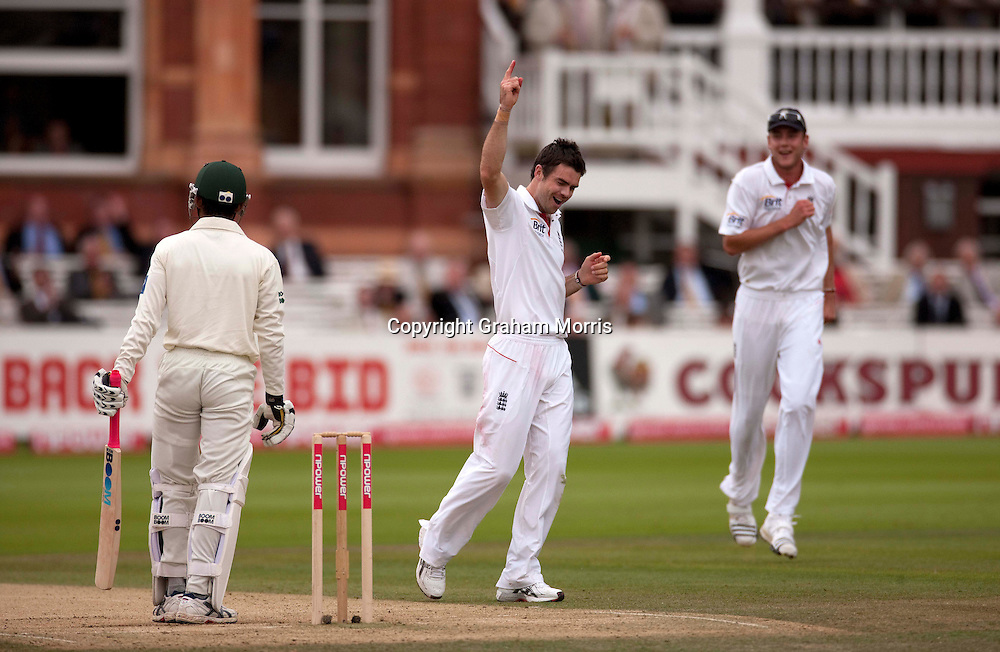 James Anderson celebrates the lbw of Yasir Hameed during the final npower Test Match between England and Pakistan at Lord's.  Photo: Graham Morris (Tel: +44(0)20 8969 4192 Email: sales@cricketpix.com) 28/08/10