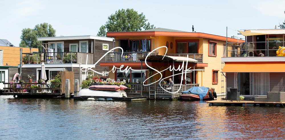 AMSTERDAM - Woonboten in Amsterdam.  Wonen aan het water bij de Schinkel.  ANP COPYRIGHT KOEN SUYK