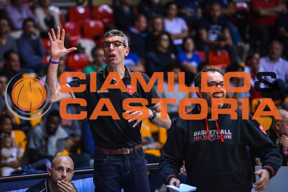 DESCRIZIONE : Varese Precampionato 2015-2016 Openjobmetis Varese - Legano<br /> GIOCATORE : allenatore Openjobmetis Varese<br /> CATEGORIA : Allenatore Coach<br /> SQUADRA : Openjobmetis Varese<br /> EVENTO : Precampionato 2015-2016<br /> GARA : Openjobmetis Varese - Legnano<br /> DATA : 27/09/2015<br /> SPORT : Pallacanestro<br /> AUTORE : Agenzia Ciamillo-Castoria/M.Ozbot<br /> Galleria : Precampionato 2015-2016 <br /> Fotonotizia: Varese Precampionato 2015-2016 Openjobmetis Varese - Legano