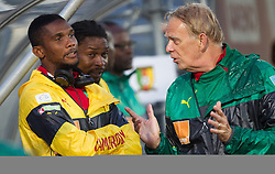 29.05.2014, Kufstein Arena, Kufstein, AUT, FIFA WM, Testspiel, Kamerun vs Paraguay, im Bild v.l.: Samuel Eto'o (Kamerun), Trainer Volker Finke (Kamerun) // v.l.: Samuel Eto'o (Kamerun), Trainer Volker Finke (Kamerun) during friendly match between Cameroon and Paraguay for Preparation of the FIFA Worldcup Brasil 2014 at the Kufstein Arena in Kufstein, Austria on 2014/05/29. EXPA Pictures © 2014, PhotoCredit: EXPA/ JFK