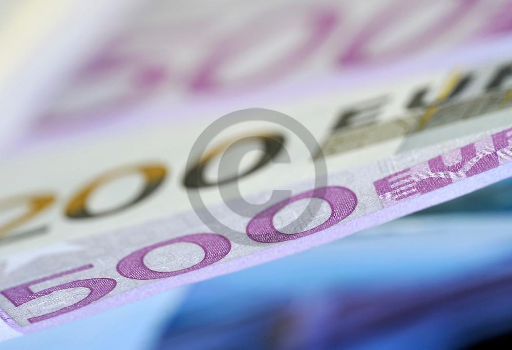 21/08/08 - THIERS - PUY DE DOME - FRANCE - Mise en scene de billets en Euro pour illustrer tous sujets en relation avec l argent - Photo Jerome CHABANNE