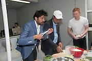 TOMAS VU-DANIEL;; SARAH SZE Bloomberg Venice Conversations, Siddhartha Mukherjee, Rirkrit Tiravanija and Tomas Vu Daniel cook lunch for Sarah Sze. Palazzo Peckham. Venice. Venice Bienalle. 31 May 2013