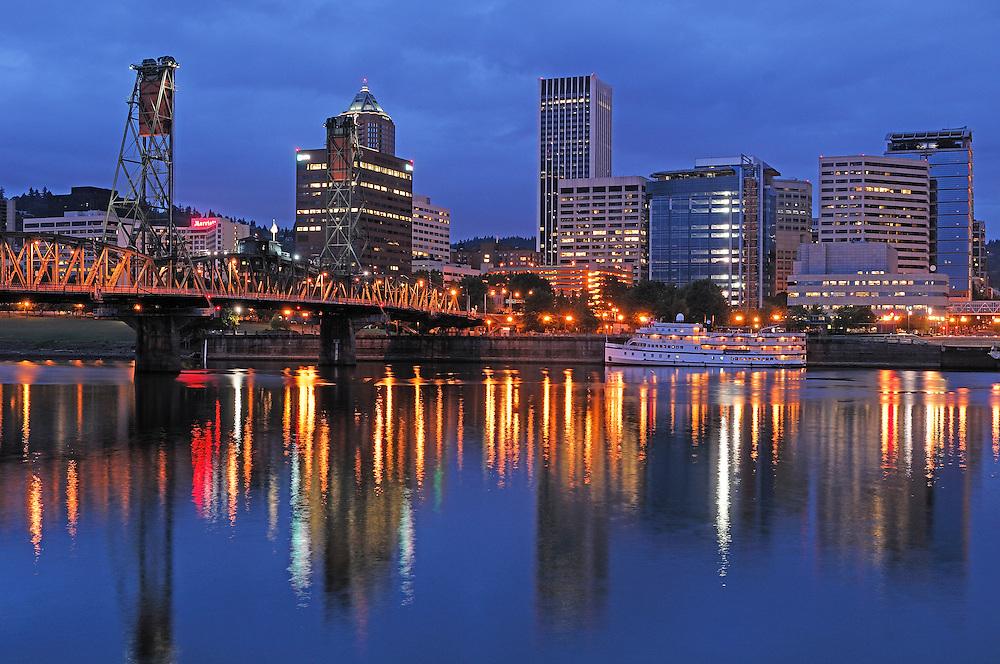 view over Willamette River, Dawn, Downtown Portland, Oregon, USA