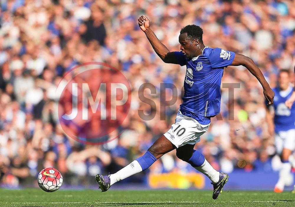 Everton's Romelu Lukaku  - Mandatory byline: Matt McNulty/JMP - 07966 386802 - 04/10/2015 - FOOTBALL - Goodison Park - Liverpool, England - Everton  v Liverpool - Barclays Premier League
