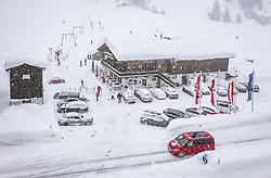THEMENBILD - verschneites Gasthaus und Skilift auf der B 161 Pass Thurn Bundesstrasse, aufgenommen am 10. Jaenner 2019 in Jochberg, Oesterreich // Snow-covered restauran and ski lift on the B 161, Jochberg, Austria on 2019/01/10. EXPA Pictures © 2019, PhotoCredit: EXPA/ JFK