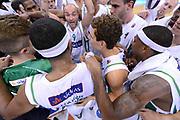 DESCRIZIONE : Avellino Lega A 2012-13 Sidigas Avellino EA7 Emporio Armani Milano<br /> GIOCATORE : team<br /> CATEGORIA : esultanza curiosita ritratto<br /> SQUADRA : Sidigas Avellino<br /> EVENTO : Campionato Lega A 2012-2013 <br /> GARA : Sidigas Avellino EA7 Emporio Armani Milano<br /> DATA : 15/10/2012<br /> SPORT : Pallacanestro <br /> AUTORE : Agenzia Ciamillo-Castoria/GiulioCiamillo<br /> Galleria : Lega Basket A 2012-2013  <br /> Fotonotizia : Avellino Lega A 2012-13 Sidigas Avellino EA7 Emporio Armani Milano<br /> Predefinita :