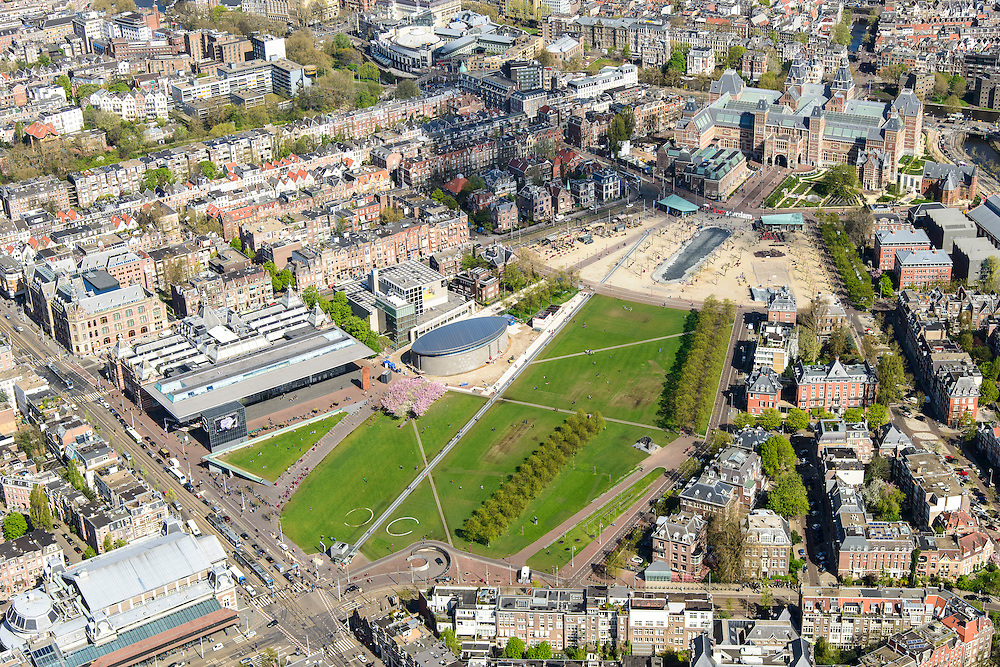 Nederland, Noord-Holland, Amsterdam, 09-04-2014; overzicht Museumplein en Museumkwartier. Linksonder Van Baerlestraat met Concertgebouw. Midden Stedelijk Museum en Van Goghmuseum en de achterkant van het Rijksmuseum met fietstunnel (rechtsboven). <br /> View on the Museumplein and surroundings, Left bottom Concertgebouw, and (CW) the Stedelijk Museum, Van Goghmuseum and the rear side of the Rijksmuseum.<br /> luchtfoto (toeslag op standard tarieven);<br /> aerial photo (additional fee required);<br /> copyright foto/photo Siebe Swart