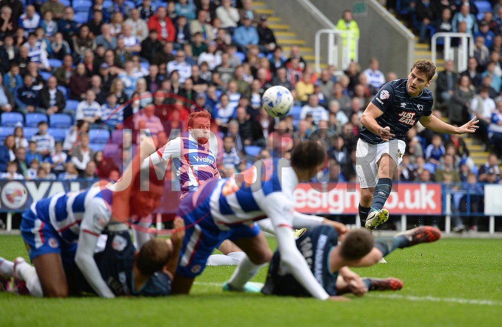 Derby County's Chris Martin comes close to scoring his second goal of the game. - Photo mandatory by-line: Alex James/JMP - Mobile: 07966 386802 - 18/10/2014 - SPORT - Football - Reading - Madejski Stadium - Reading v Derby County - Sky Bet Championship