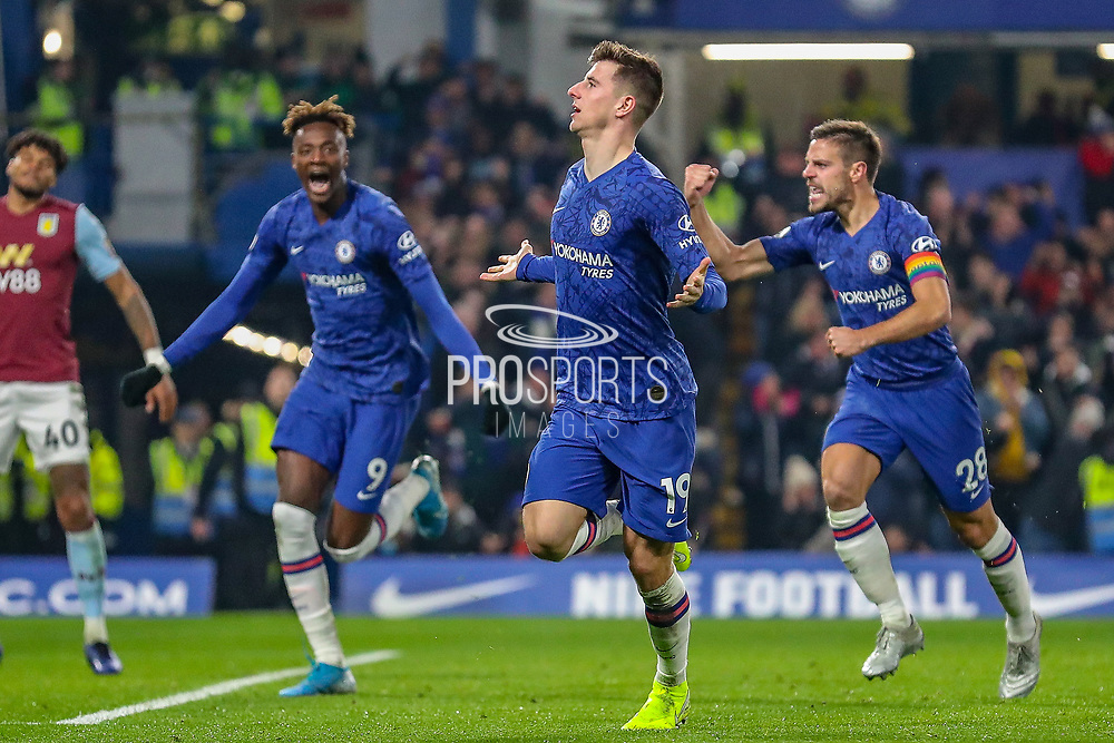 Goal Chelsea midfielder Mason Mount (19) score 2-1 during the Premier League match between Chelsea and Aston Villa at Stamford Bridge, London, England on 4 December 2019.