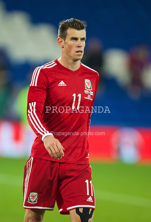 CARDIFF, WALES - Saturday, November 16, 2013: Wales' Gareth Bale looks dejected after the 1-1 draw with Finland during the International Friendly match at the Cardiff City Stadium. (Pic by David Rawcliffe/Propaganda)