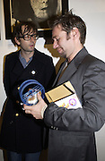 Jarvis Cocker and Mat Collishaw. Mat Collishaw is examining his toy guinea pig with wheel. 2001 A Space Oddity. Colony Room exhibition.  A22 Gallery. 28 October 2001. © Copyright Photograph by Dafydd Jones 66 Stockwell Park Rd. London SW9 0DA Tel 020 7733 0108 www.dafjones.com