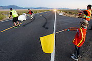 De honderste race van de Vortex. In Battle Mountain (Nevada) wordt ieder jaar de World Human Powered Speed Challenge gehouden. Tijdens deze wedstrijd wordt geprobeerd zo hard mogelijk te fietsen op pure menskracht. Het huidige record staat sinds 2015 op naam van de Canadees Todd Reichert die 139,45 km/h reed. De deelnemers bestaan zowel uit teams van universiteiten als uit hobbyisten. Met de gestroomlijnde fietsen willen ze laten zien wat mogelijk is met menskracht. De speciale ligfietsen kunnen gezien worden als de Formule 1 van het fietsen. De kennis die wordt opgedaan wordt ook gebruikt om duurzaam vervoer verder te ontwikkelen.<br /> <br /> In Battle Mountain (Nevada) each year the World Human Powered Speed ​​Challenge is held. During this race they try to ride on pure manpower as hard as possible. Since 2015 the Canadian Todd Reichert is record holder with a speed of 136,45 km/h. The participants consist of both teams from universities and from hobbyists. With the sleek bikes they want to show what is possible with human power. The special recumbent bicycles can be seen as the Formula 1 of the bicycle. The knowledge gained is also used to develop sustainable transport.