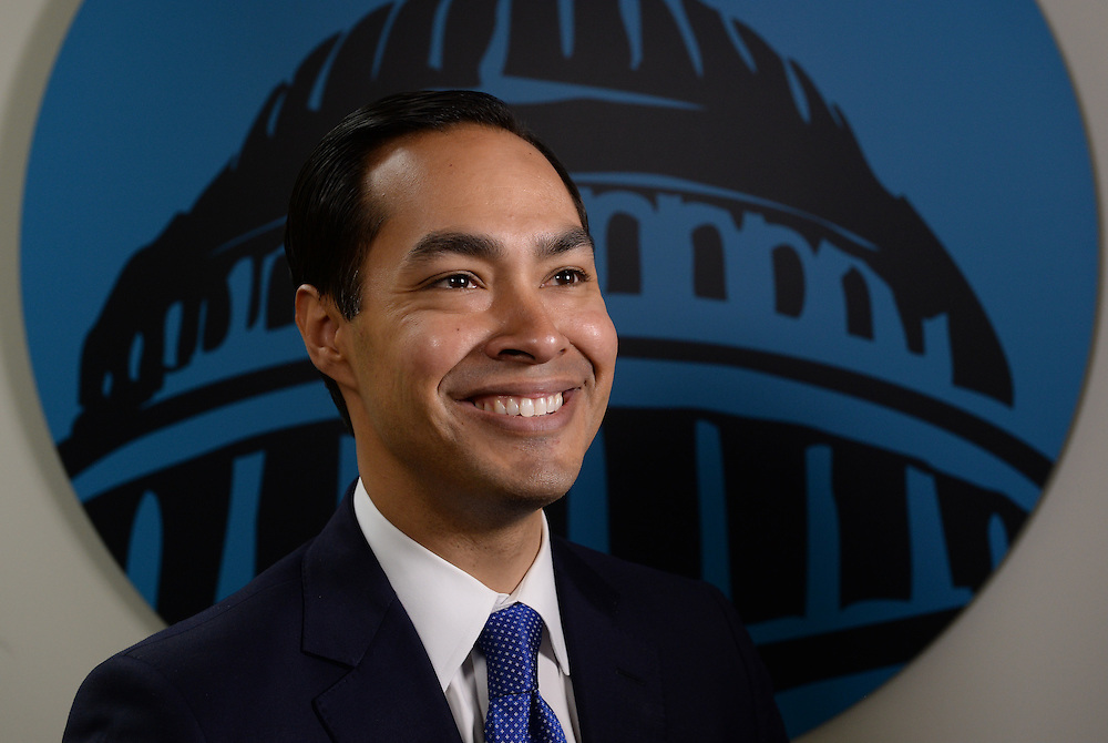 4/14/15 11:32:24 AM -- Washington, DC, DC  -- Capital Download with HUD Secretary Julian Castro.    Photo by H. Darr Beiser, USA TODAY staff ORG XMIT:  HB 132958 Capital Download 04/14/2015 [Via MerlinFTP Drop]