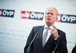 10.12.2014, ÖVP Bundespartei, Wien, AUT, ÖVP, Konzept zur Steuerreform. im Bild Vizekanzler und Minister fuer Wirtschaft und Wissenschaft Reinhold Mitterlehner (ÖVP) // Vice Chancellor of Austria and Minister of Science and Economy Reinhold Mitterlehner (OeVP) during press conference with topic tax reform of the Austrian People's Party at federal party headquarter in Vienna, Austria on 2014/12/10. EXPA Pictures © 2014, PhotoCredit: EXPA/ Michael Gruber