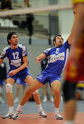 12-02-2011 VOLLEYBAL: AB GRONINGEN/LYCURGUS - DRAISMA DYNAMO: GRONINGEN<br /> In een bomvol Alfa-college Sportcentrum werd Dynamo met 3-2 (25-27, 23-25, 25-19, 25-23 en 16-14) verslagen door Lycurgus / Willem-Maarten Heins (#12) en Peter Barla (#5)<br /> ©2011-WWW.FOTOHOOGENDOORN.NL