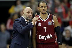 09.12.2017, Audi Dome, Muenchen, GER, EasyCredit BBL, FC Bayern Muenchen Basketball vs MHP Riesen Ludwigsburg, 12. Runde, im Bild Muenchen Cheftrainer Aleksandar Dordevic im Gespraech mit Alex King (Muenchen) // during the easyCredit Basketball Bundesliga 12th round match between MHP Riesen Ludwigsburg and 12.Spieltag at the Audi Dome in Muenchen, Germany on 2017/12/09. EXPA Pictures &copy; 2017, PhotoCredit: EXPA/ Eibner-Pressefoto/ Marcel Engelbrecht<br /> <br /> *****ATTENTION - OUT of GER*****