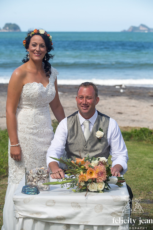 robbie & nikki wedding coromandel peninsula whitianga & wharekaho beach photos by felicity jean photography