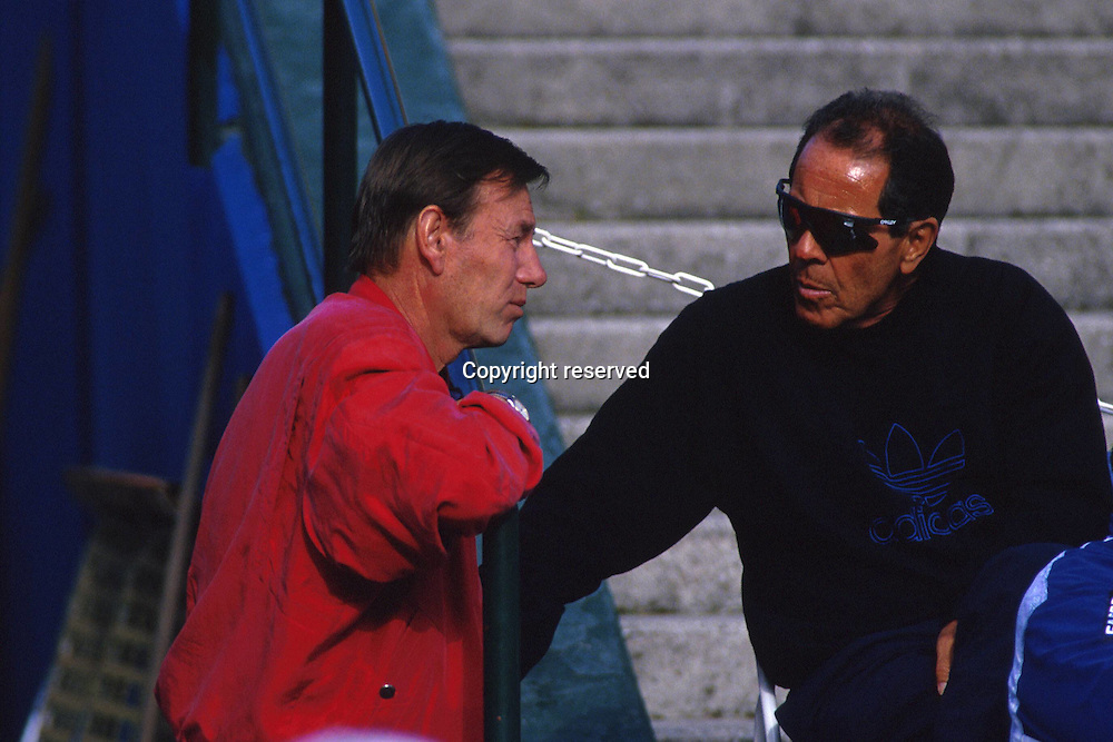 00.00.1993  Nick Bollettieri (USA) chats to Davis-Cup Team chief Niki Pilic (ger)