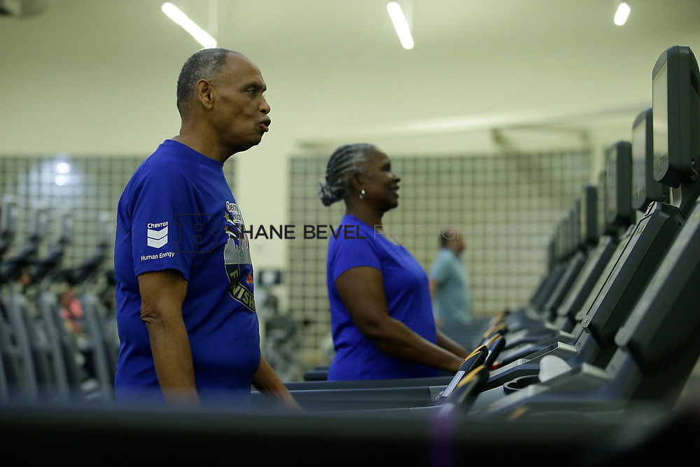 11/8/17 7:37:34 PM --  Charles and Shonda at Healthzone at SFHS. <br /> <br /> Photo by Shane Bevel