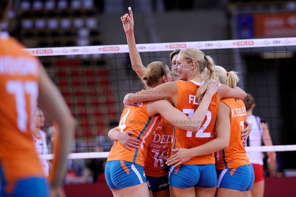 30-09-2009 VOLLEYBAL: EUROPEES KAMPIOENSCHAP NEDERLAND - BELGIE: LODZ<br /> Nederland is groepswinnaar en wint opnieuw. Belgie wordt met 3-0 verslagen /  Debby Stam en Manon Flier<br /> &copy;2009-WWW.FOTOHOOGENDOORN.NL