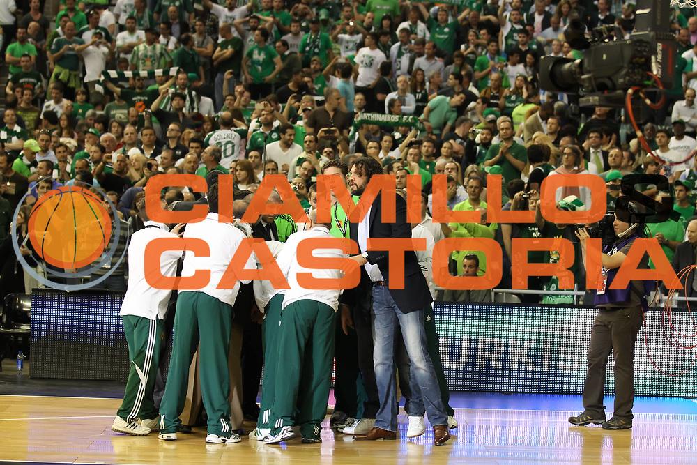 DESCRIZIONE : Barcellona Barcelona Eurolega Eurolegue 2010-11 Final Four Semifinale Semifinal Panathinaikos Montepaschi Siena<br /> GIOCATORE : La squadra the team lo staff<br /> SQUADRA : Panathinaikos<br /> EVENTO : Eurolega 2010-2011<br /> GARA : Panathinaikos Montepaschi Siena<br /> DATA : 06/05/2011<br /> CATEGORIA : esultanza<br /> SPORT : Pallacanestro<br /> AUTORE : Agenzia Ciamillo-Castoria/ElioCastoria<br /> Galleria : Eurolega 2010-2011<br /> Fotonotizia : Barcellona Barcelona Eurolega Eurolegue 2010-11 Final Four Semifinale Semifinal Panathinaikos Montepaschi Siena<br /> Predefinita :