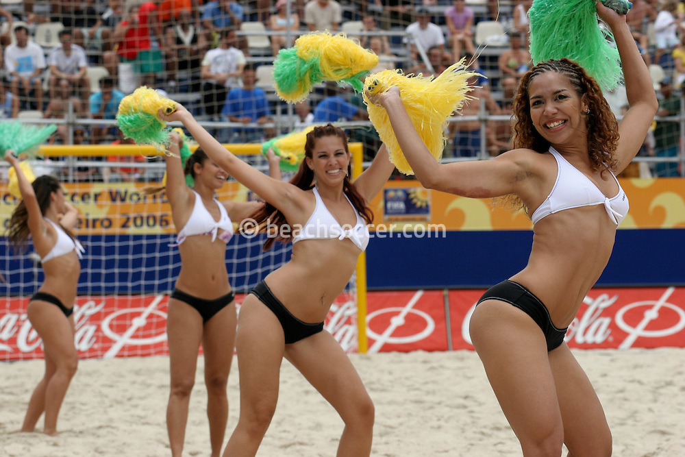 Footbal-FIFA Beach Soccer World Cup 2006 -  Oficial Games- Cheers Leaders- Brazil - 04/11/2006.<br />Mandatory Credit: FIFA/Ricardo Ayres