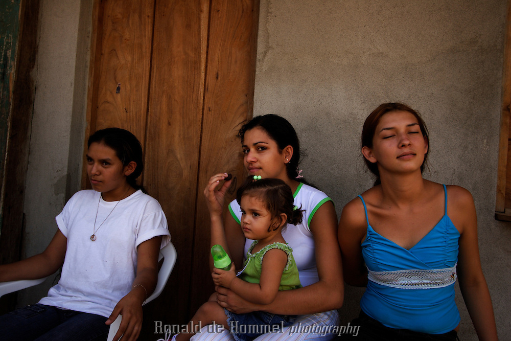 2006-06-02 Matagalpa, Nicaragua. Girls trying locally produced chocolate. It's the first time in their life they get to taste quality chocolate.