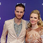 NLD/Amsterdam/20190415 - Filmpremiere première Baantjer het Begin, Henry van Loon en partner Jelka van Houten
