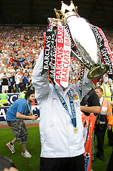 WIGAN, ENGLAND - Sunday, May 11, 2008: Manchester United's manager Alex Ferguson lifts the trophy for the 10th time after the final Premiership match of the season at the JJB Stadium. (Photo by David Rawcliffe/Propaganda)