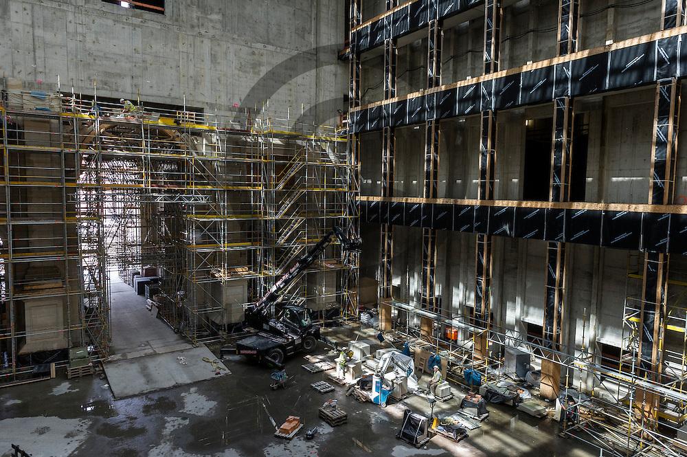 Bauarbeiter arbeiten in der Baustelle des Humboldt Forum am 03.06.2016 in Berlin, Deutschland. Zu den diesj&auml;hrigen Tagen der offenen Baustelle am 11. und 12. Juni &ouml;ffnet die Stiftung Humboldt Forum im Berliner Schloss unter anderem die Dachterrasse f&uuml;r das Publikum. Foto: Markus Heine / heineimaging<br /> <br /> ------------------------------<br /> <br /> Ver&ouml;ffentlichung nur mit Fotografennennung, sowie gegen Honorar und Belegexemplar.<br /> <br /> Bankverbindung:<br /> IBAN: DE65660908000004437497<br /> BIC CODE: GENODE61BBB<br /> Badische Beamten Bank Karlsruhe<br /> <br /> USt-IdNr: DE291853306<br /> <br /> Please note:<br /> All rights reserved! Don't publish without copyright!<br /> <br /> Stand: 06.2016<br /> <br /> ------------------------------auf der Baustelle des Humboldt Forum am 03.06.2016 in Berlin, Deutschland. Zu den diesj&auml;hrigen Tagen der offenen Baustelle am 11. und 12. Juni &ouml;ffnet die Stiftung Humboldt Forum im Berliner Schloss unter anderem die Dachterrasse f&uuml;r das Publikum. Foto: Markus Heine / heineimaging<br /> <br /> ------------------------------<br /> <br /> Ver&ouml;ffentlichung nur mit Fotografennennung, sowie gegen Honorar und Belegexemplar.<br /> <br /> Bankverbindung:<br /> IBAN: DE65660908000004437497<br /> BIC CODE: GENODE61BBB<br /> Badische Beamten Bank Karlsruhe<br /> <br /> USt-IdNr: DE291853306<br /> <br /> Please note:<br /> All rights reserved! Don't publish without copyright!<br /> <br /> Stand: 06.2016<br /> <br /> ------------------------------