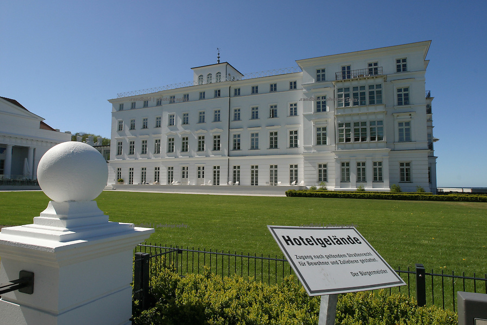 Das G8-Konferenz-Hotel Kempiski. In Heiligendamm wird Anfang Juni das G8-Gipfeltreffen stattfinden. Hotel Kempinski, Conference center of the G8 Summit. In the early June a G8 Summit will be hold in north-eastern Village Heiligendamm.