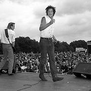 NLD/Huizen/19910629 - Tröckener Kecks tijdens Huizpop 1991 met zanger Rick de Leeuw