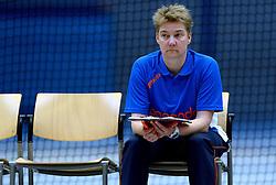 11-01-2014 VOLLEYBAL: TALENTTEAM - SV DYNAMO APELDOORN: ARNHEM<br /> Talentteam verslaan Dynamo met 3-1 / Ass. coach Saskia van Hintum<br /> ©2014-FotoHoogendoorn.nl