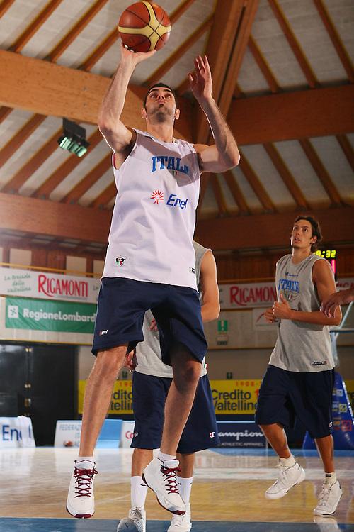 DESCRIZIONE : Bormio Raduno Collegiale Nazionale Maschile Allenamento <br /> GIOCATORE : Matteo Soragna <br /> SQUADRA : Nazionale Italia Uomini <br /> EVENTO : Raduno Collegiale Nazionale Maschile <br /> GARA : <br /> DATA : 28/07/2008 <br /> CATEGORIA : Tiro <br /> SPORT : Pallacanestro <br /> AUTORE : Agenzia Ciamillo-Castoria/S.Silvestri <br /> Galleria : Fip Nazionali 2008 <br /> Fotonotizia : Bormio Raduno Collegiale Nazionale Maschile Allenamento <br /> Predefinita :