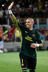 17.08.2011, Camp Nou, Barcelona, ESP, Supercup 2011, FC Barcelona vs Real Madrid, im Bild FC Barcelona's Victor Valdes celebrate the victory during Spanish Supercup 2nd match.August 17,2011. EXPA Pictures © 2011, PhotoCredit: EXPA/ Alterphotos/ Acero +++++ ATTENTION - OUT OF SPAIN / ESP +++++