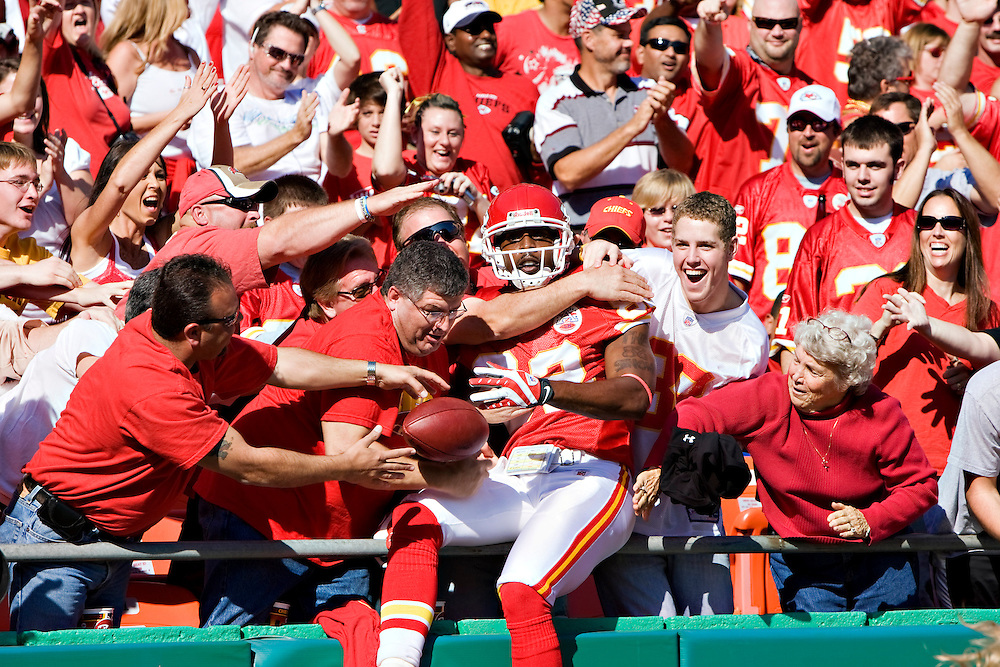 KANSAS CITY, MO - NOVEMBER 2:  Dwayne Bowe #82 of the Kansas City Chiefs celebrates with the fans after scoring a touchdown against the Tampa Bay Buccaneers at Arrowhead Stadium on November 2, 2008 in Kansas City, Missouri.  The Bucaneers defeated the Chiefs 30-27 in overtime.  (Photo by Wesley Hitt/Getty Images) *** Local Caption *** Dwayne Bowe