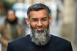 © Licensed to London News Pictures. 11/01/2016. London, UK. Islamic preacher ANJEM CHOUDARY arrives at The Old Bailey in London for a hearing ahead his trial for inviting support for terrorist group ISIL, which is due to start tomorrow (tues). Choudary is alleged to have invited support for the Islamic State group in individual lectures which were subsequently posted online. Photo credit: Ben Cawthra/LNP