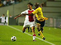 Photograph: Scott Heavey.<br />Ajax v Inter Milan. Amsterdam Cup at The Amsterdam ArenA. 03/08/2003.<br />Steven Pienaar shoves Luciano off the ball.