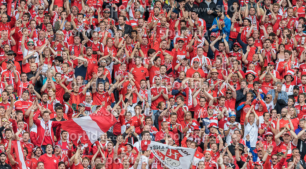 14.06.2016, Stade de Bordeaux, Bordeaux, FRA, UEFA Euro, Frankreich, Oesterreich vs Ungarn, Gruppe F, im Bild Österreichischer Fanblock // Austrian Fans during Group F match between Austria and Hungary of the UEFA EURO 2016 France at the Stade de Bordeaux in Bordeaux, France on 2016/06/14. EXPA Pictures © 2016, PhotoCredit: EXPA/ JFK