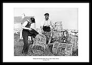 Snekring og reparering av hummerteiner i Carna, 1959. Her kan du ser arbeidslivet på 1950 tallet..Sjekk Irishphotoarchive.ie, bilder av irsk historie, datert til over 60 år tilbake i tid.