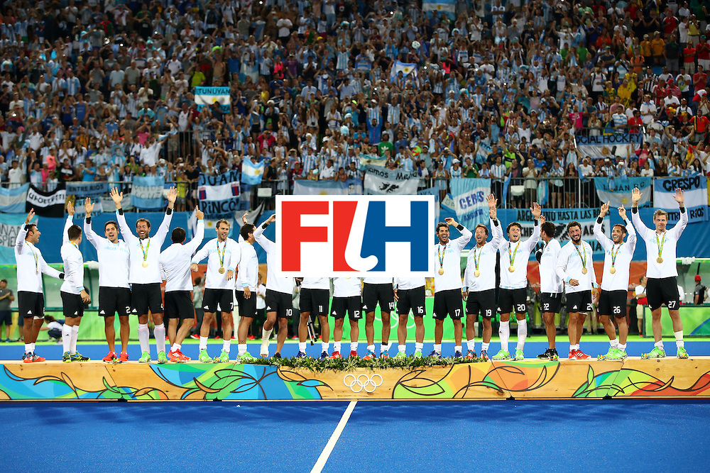 RIO DE JANEIRO, BRAZIL - AUGUST 18:  Team Argentina pose on the podium during the medal ceremony for the Men's Hockey Gold Medal match between Belgium and Argentina on Day 13 of the Rio 2016 Olympic Games at Olympic Hockey Centre on August 18, 2016 in Rio de Janeiro, Brazil.  (Photo by Clive Brunskill/Getty Images)