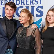 NLD/Amsterdam/20171221 - Premiere 33e Wereldkerstcircus, Pernille la Lau en kinderen Björn en Nuala