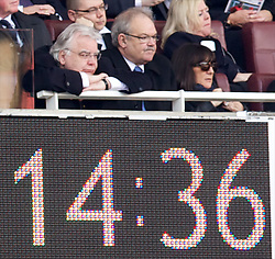08.03.2014, Emirates Stadium, London, ENG, FA Cup, FC Arsenal vs FC Everton, Viertel Finale, im Bild Everton's chairman and owner Bill Kenwright looks dejected as he watches his side crash out of the cup losing 4-1 to Arsenal // during the English FA Cup quater final match between Arsenal FC and Everton FC at the Emirates Stadium in London, Great Britain on 2014/03/08. EXPA Pictures © 2014, PhotoCredit: EXPA/ Propagandaphoto/ David Rawcliffe<br /> <br /> *****ATTENTION - OUT of ENG, GBR*****