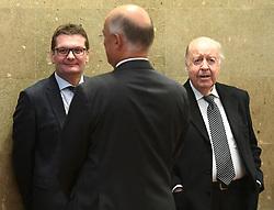 10.01.2018, Landesgericht für Strafsachen, Wien, AUT, Prozess gegen Ex-Finanzminister Grasser wegen Bestechungs- und Untreueverdacht bei BUWOG-Privatisierung und Linzer-Terminal-Tower, im Bild Der Angeklagte Gerald Toifl, der Angeklagte Georg Starzer und Anwalt Herbert Eichenseder // before hearing according to supspect of bribery and breach of trust in case of BUWOG-privatisation at rgeional court for criminal affairs in Vienna, Austria on 2018/01/10, EXPA Pictures © 2017, PhotoCredit: EXPA/ Helmut Fohringer/APA-POOL