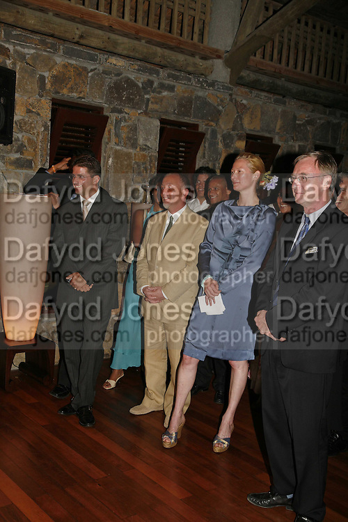 ANDREW MILTON, GENERAL MANAGER OF THE CONSTANCE LE PRINCE MAURICE, TILDA SWINTON AND TIM LOTT ,  LE PRINCE MAURICE PRIZE 2006. PRINCE MAURICE HOTEL. MAURITIUS. 27 May 2006. ONE TIME USE ONLY - DO NOT ARCHIVE  © Copyright Photograph by Dafydd Jones 66 Stockwell Park Rd. London SW9 0DA Tel 020 7733 0108 www.dafjones.com