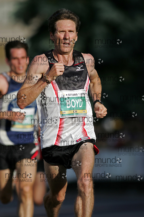 (Ottawa, ON --- May 29, 2010) STEVE BOYD running in the 10km race during the Ottawa Race Weekend. Photograph copyright Sean Burges / Mundo Sport Images
