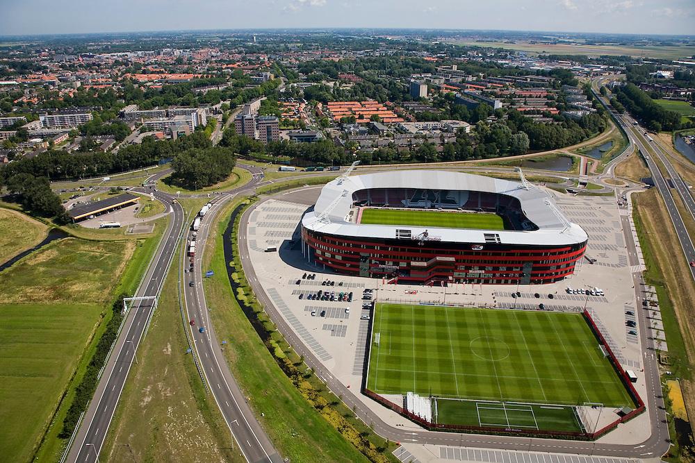 Nederland, Noord-Holland, Alkmaar, 14-07-2008; DSB Stadion van AZ, de grasmat bestaat uit en mengsel van normaal gras en kunstgras; rond het stadion parkeerterrein en oefenvelden.AZ '67; Dirk Scheringa Bank, . .luchtfoto (toeslag); aerial photo (additional fee required); .foto Siebe Swart / photo Siebe Swart